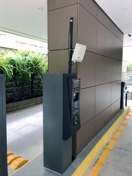 Sistema de controle de acesso para condomínio